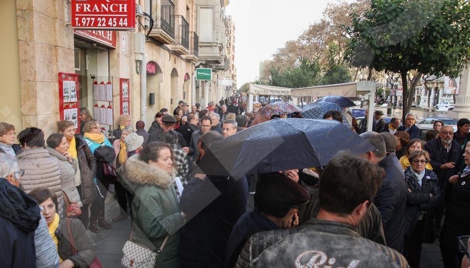 Concentración en Tarragona en apoyo a Òmnium Cultural