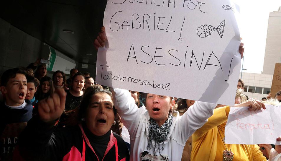 Veïns protestant al carrer després de la detenció d'Ana Julia Quezada el passat 14 de març.