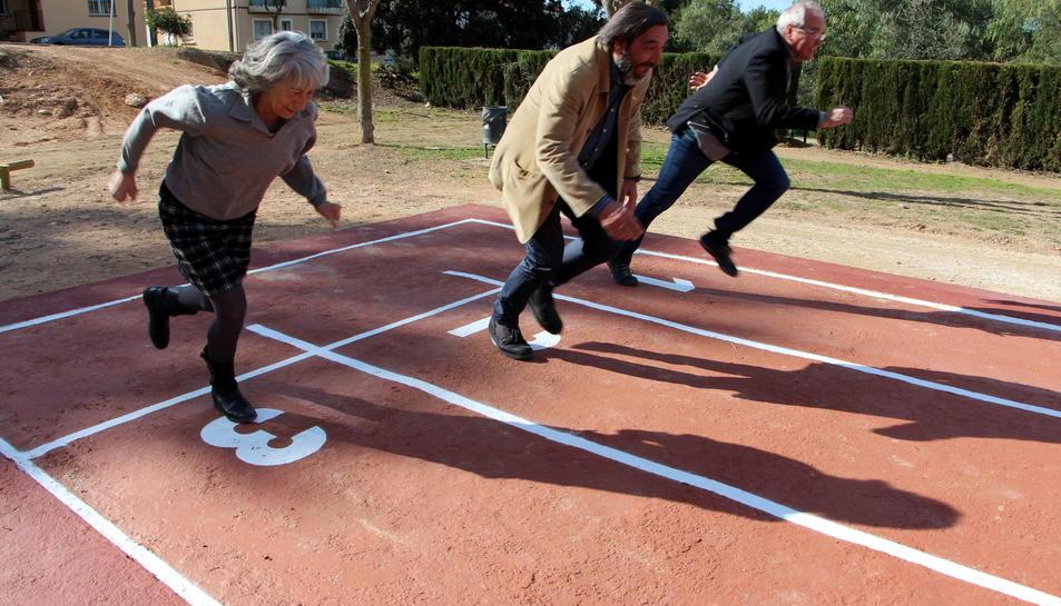 S'ha creat una recta d'atletisme amb una longitud de 60 metres.