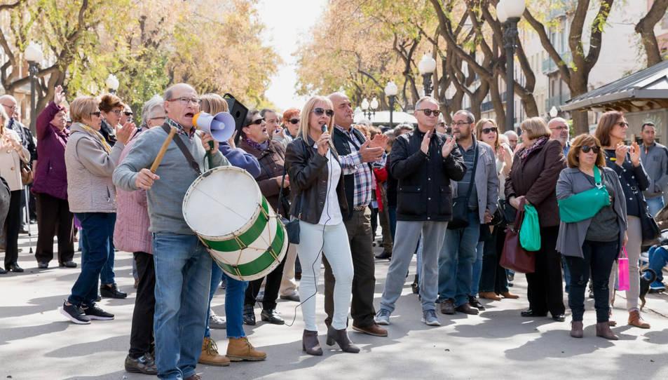 Imatge d'una concentració de pensionistes a la Rambla Nova de Tarragona.