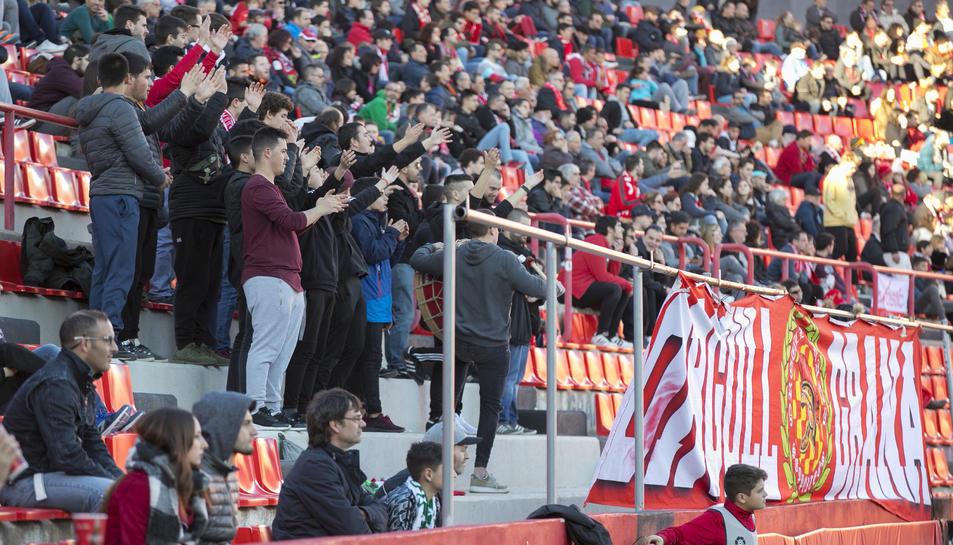 L'afició durant el Nàstic-Córdoba (2)