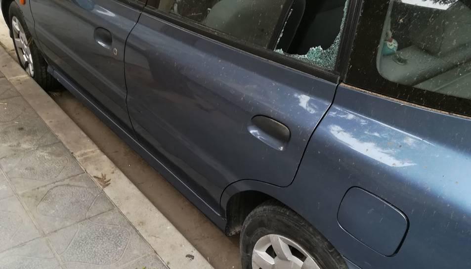 Apareixen diversos cotxes amb els vidres trencats a Manuel de Falla.