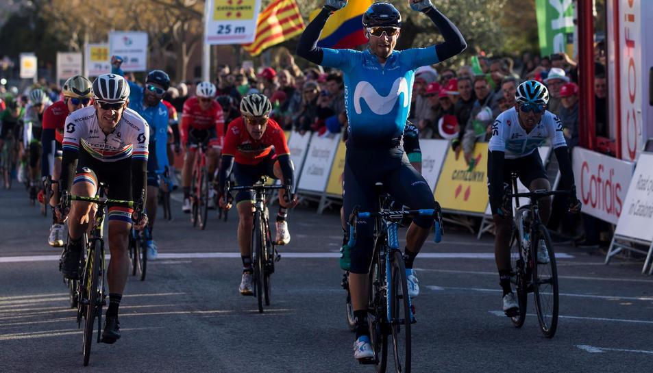 Alejandro Valverde, creuant la meta a Valls.