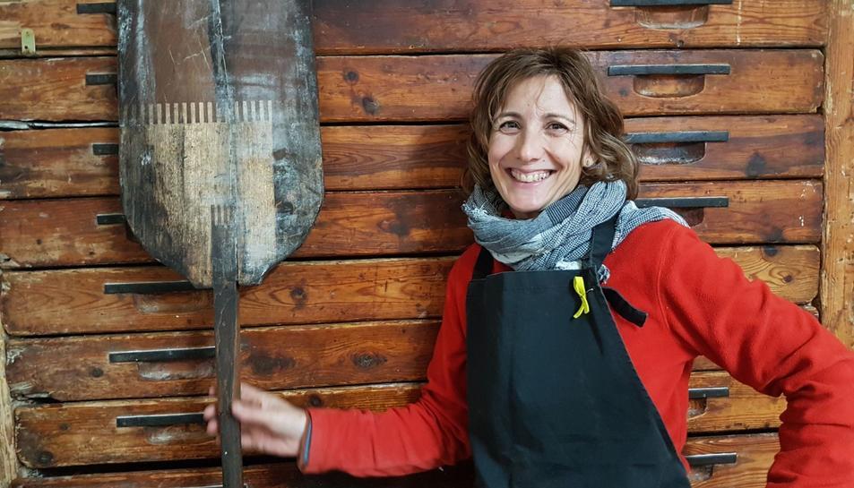 Lorda Ruiz, pròpietària del forn, a l'obrador de Mont-ral