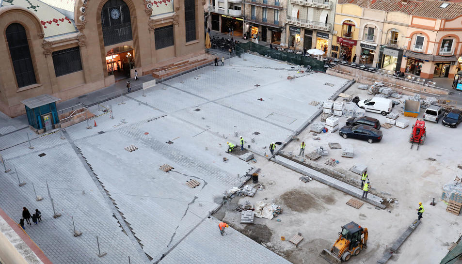 Imatge zenital de la plaça Corsini realitzada el passat mes de novembre, quan encara no s'havia acabat de pavimentar l'espai.