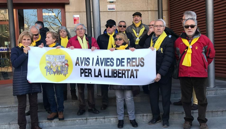 Els Avis i Àvies de Reus per la Llibertat han recolzat a Mariona Quadrada als Jutjats de Reus.