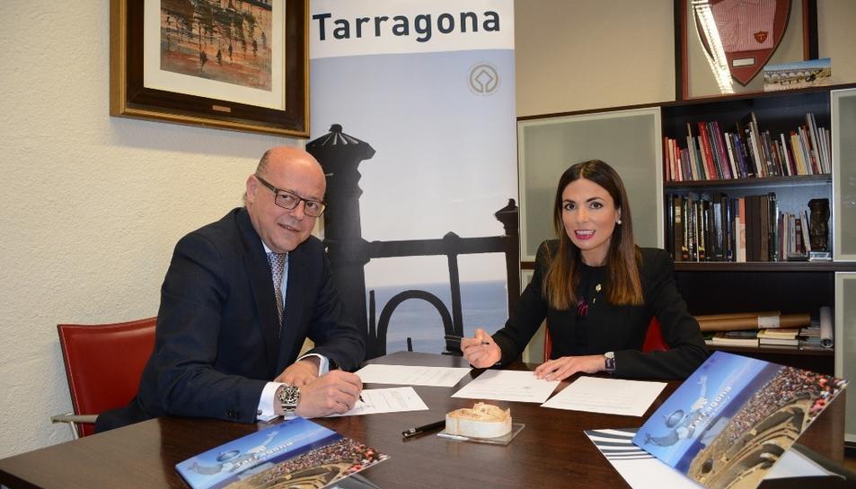 El director general de Movelia, Santiago Vallejo Sánchez-Monge, i la consellera de Turisme i presidenta del Patronat de Turisme, Inma Rodríguez.