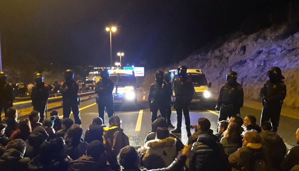 Els efectius dels Mossos d'Esquadra han intentat disoldre a protesta.