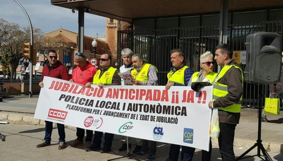 Imatge de la concentració davant la subdelegació de Govern de Tarragona.