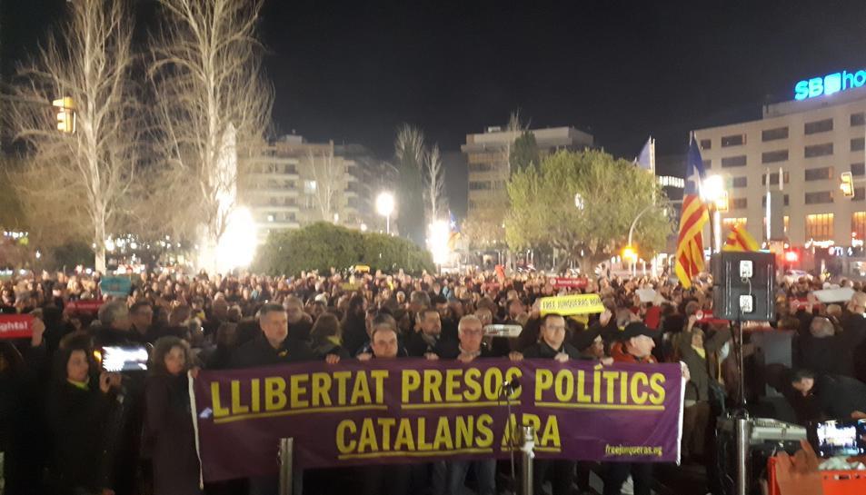 Els ciutadans s'han concentrat a la delegació del Govern a Tarragona.