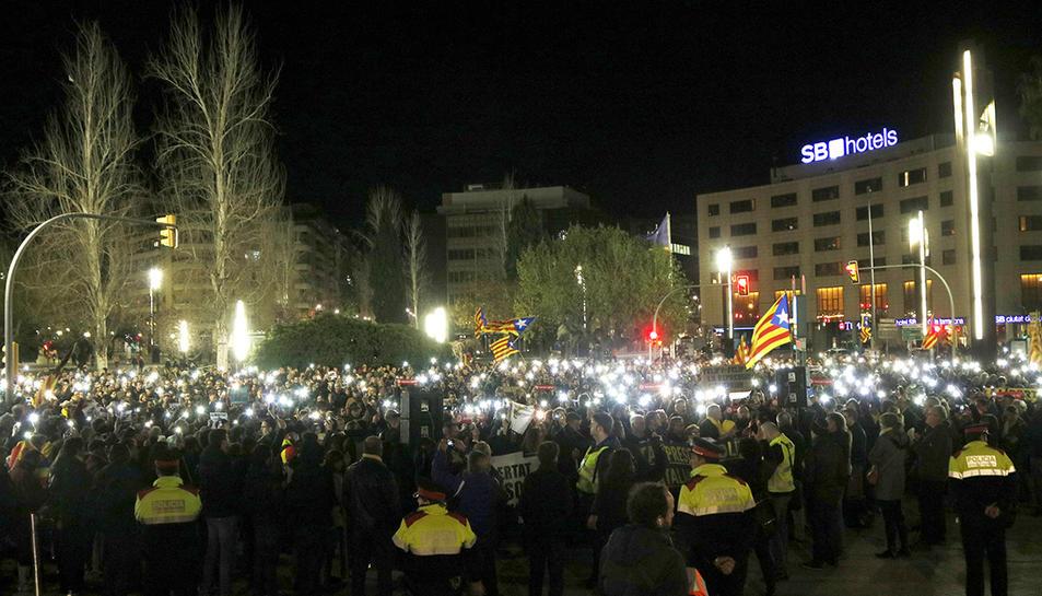 Els concentrats a la plaça Imperial Tàrraco de Tarragona.