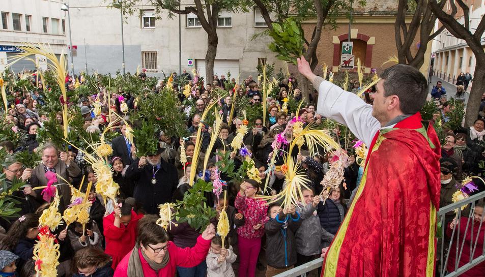 Un instant de la benedicció a l'Església de Sant Francesc.