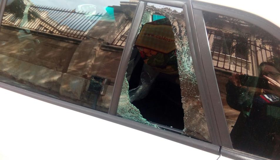 Un dels vidres trencats