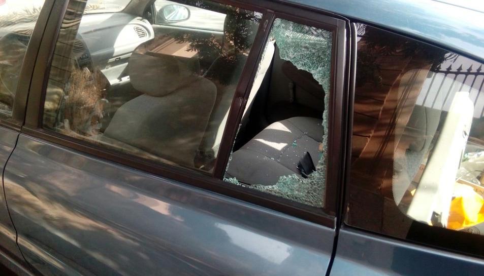 Els cotxes amb els vidres trencats