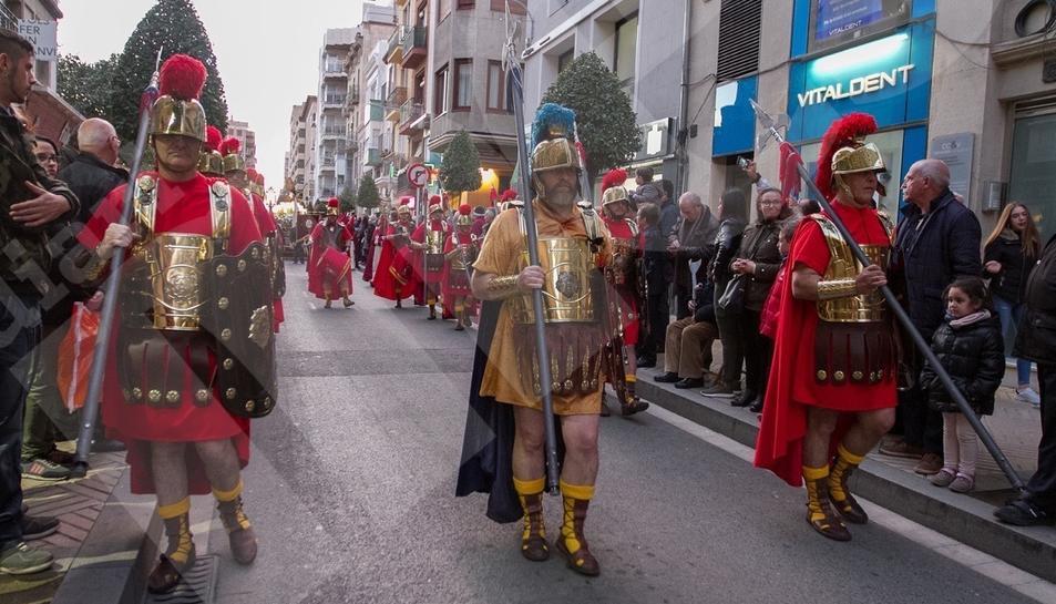 Los Tamborileros de Calanda marcan el ritmo de la procesión de la Amargura