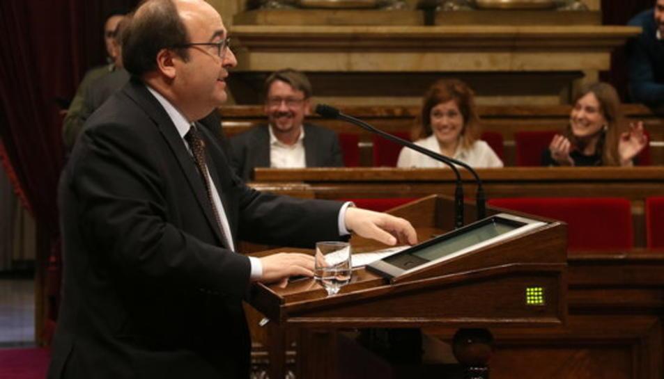 Primer pla de Miquel Iceta, president del grup parlamentari del PSC, a la intervenció al ple del 28 de març de 2018.