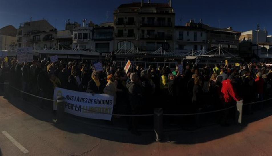 Un millar de personas se manifiestan en Cambrils