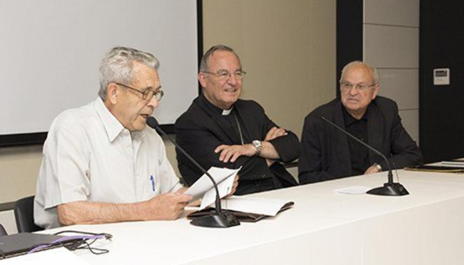 Mossèn Isidre Torremadé va ser rector de les parròquies de la Santa Creu i de Sant Pere de Calafell.