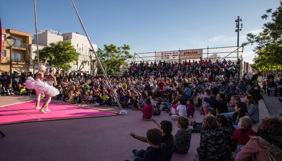 El Morell s'omplirà d'espectacles que barregen circ, teatre, música i dansa.