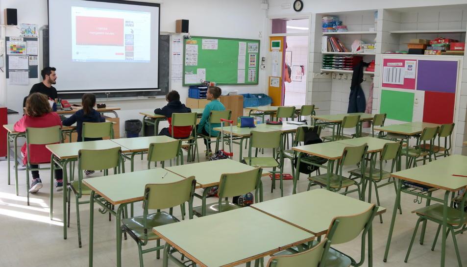 Imatge d'arxiu d'una aula de Primària en un centre escolar.