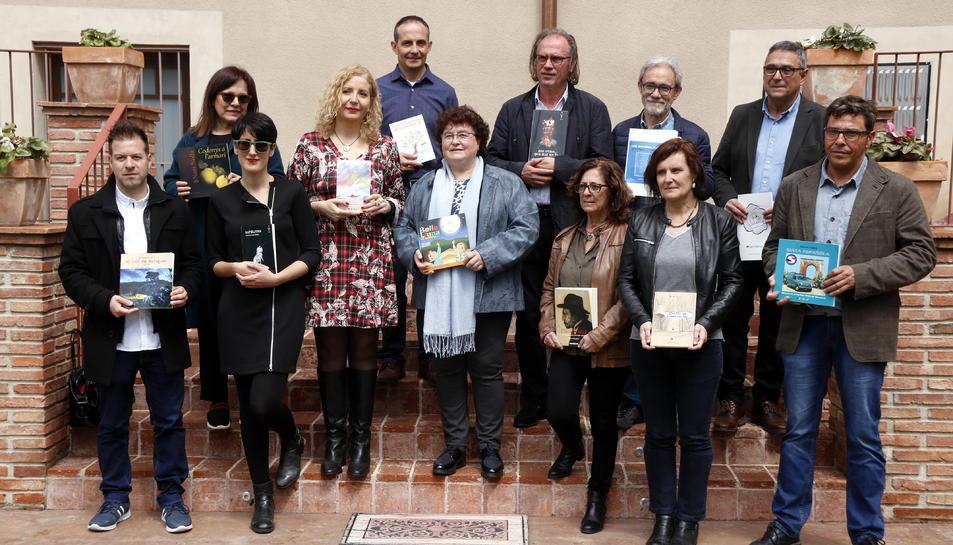 Imatge de família d'alguns dels autors que presenten novetats amb Arola Editors.