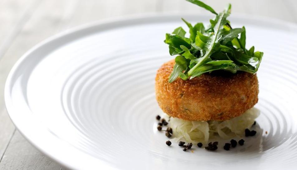 Presentació d'un pastisset de peix i patata.