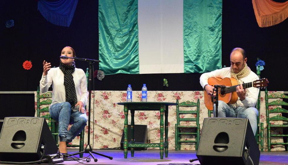 Actuació de Rocío Bueno a la darrera edició de la Feria de Abril, encara sota el gran envelat.