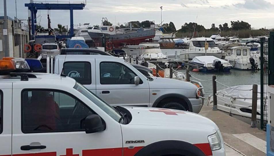 L'equip de la Creu Roja de Deltebre ha reiniciat aquest matí la recerca del pescador junt a altres efectius.