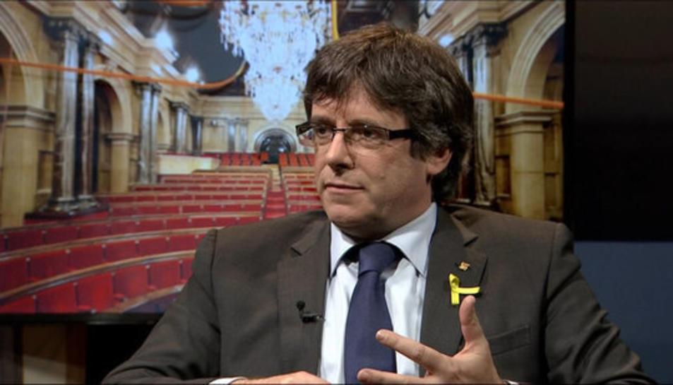 Primer pla de Carles Puigdemont durant l'entrevista a TV3 el 15 d'abril del 2018.