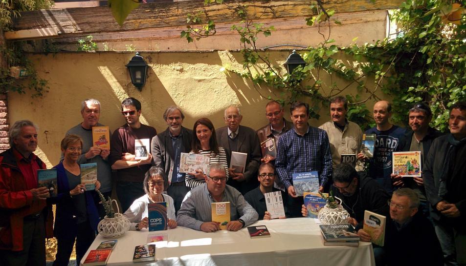 Els autors que edita Cossetània es van reunir ahir a Tarragona per presentar els seus treballs.