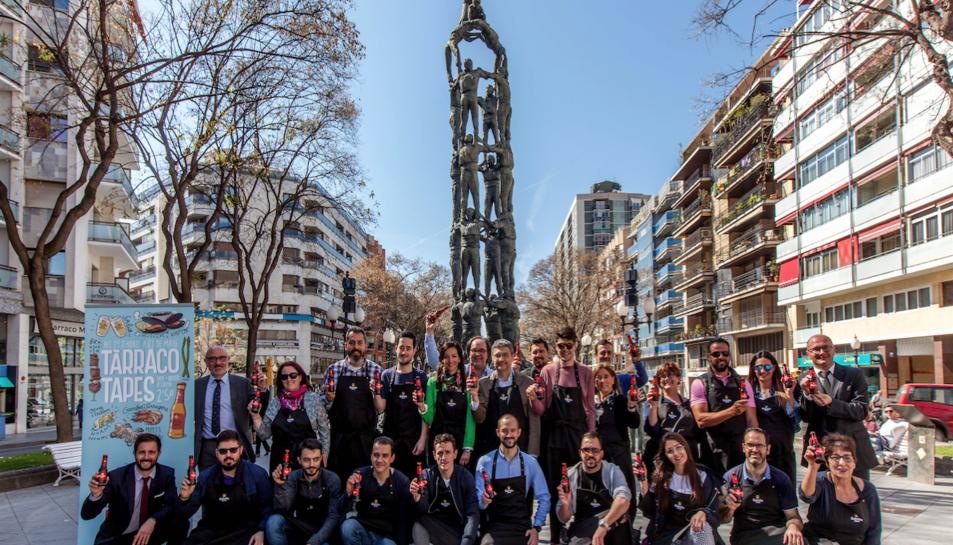 Fotografia de grup dels propietaris dels 46 establiments que participen en la novena edició del Tàrraco Tapes.
