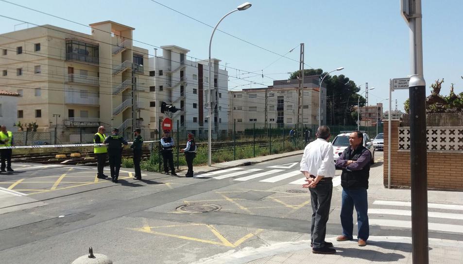 L'atropellament s'ha produït al pas a nivell del carrer Guillem de Claramunt.