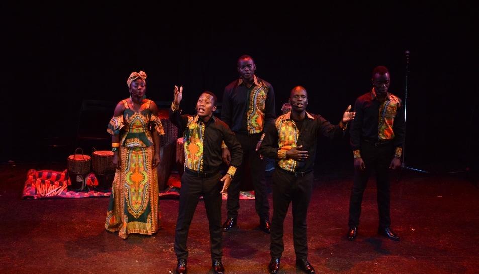 Els beneficis dels concerts d'Aba Taano es destinen al projecte solidari 'Música per salvar vides', el qual gestiona un orfenat a Uganda.