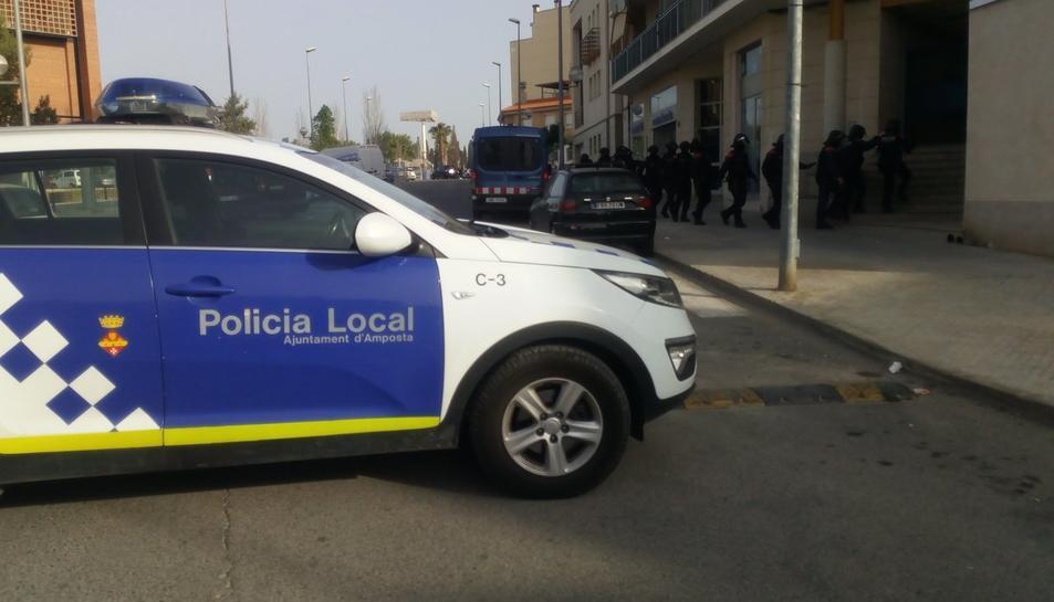 L'operatiu, a primera hora del matí, s'ha fet conjunta entre la Policia Local d'Amposta i els Mossos d'Esquadra.