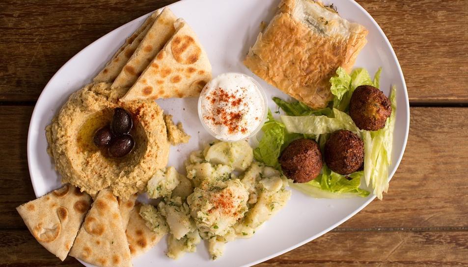 Falafel i hummus: un plat equilibrat amb origen oriental