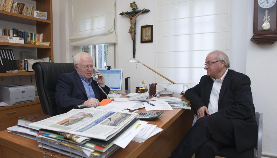 Els pares rogacionistes Mario Buonnano i Carmelo Capizzi, responsables del Telèfon de l'Amistat.