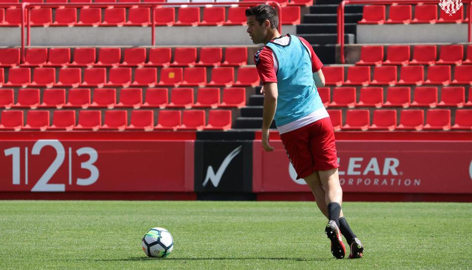 César Arzo, durant un entrenament amb el Nàstic al Nou Estadi.