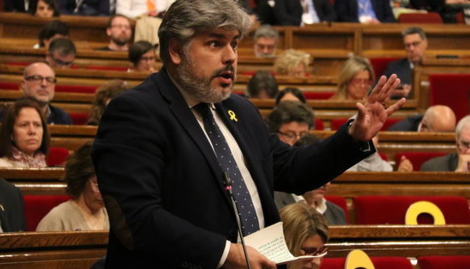 El portaveu adjunt de JxCat Albert Batet durant el debat de la reforma de la llei de Presidència al Parlament.