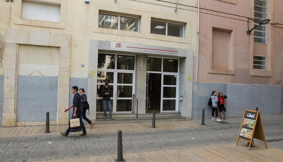 L'edifici que acull actualment Medicina, Fisioteràpia i Nutrició Humana està al carrer Sant Llorenç.