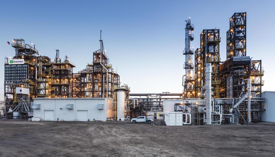 L'empresa disposa de plantes a Westbury i Edmonton, al Canadà.