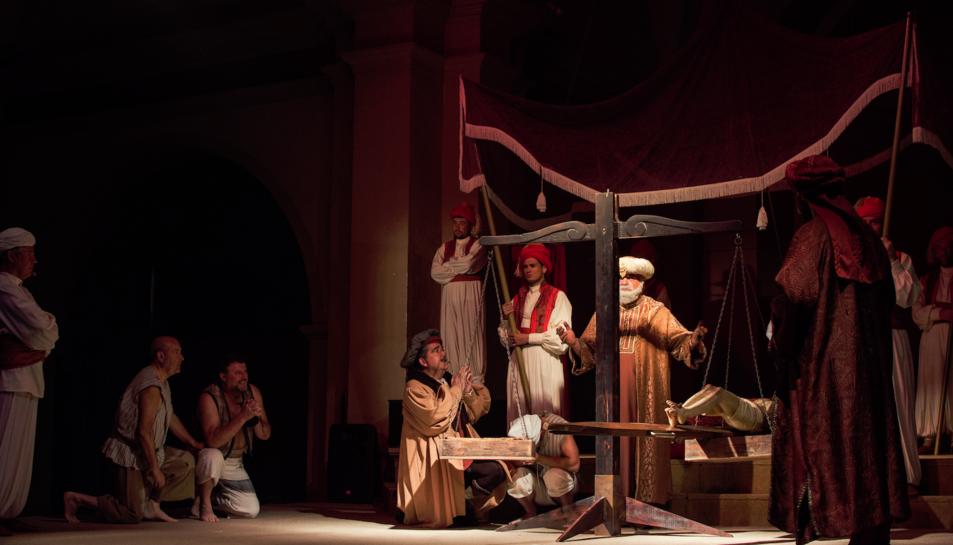 Instant de la representació del Ball Parlat del Sant Crist.