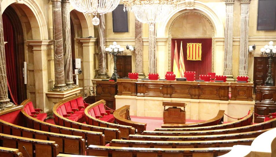 Exclou la possibilitat que puguin participar a les reunions els exiliats o els presos que estiguin fora de Catalunya.