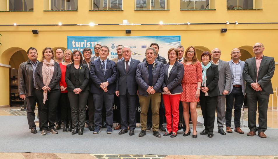 Aquest dilluns s'ha formalitzat el conveni pel Projecte d'Especialització i Competitivitat Territorial (PECT) TurisTIC en família.