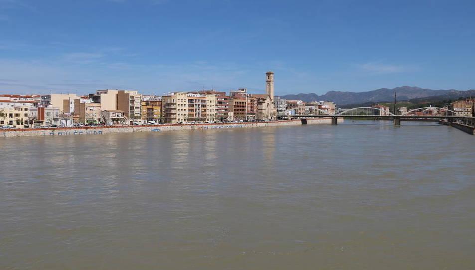 Pla del riu Ebre al seu pas per Tortosa vist des del Pont Roig.
