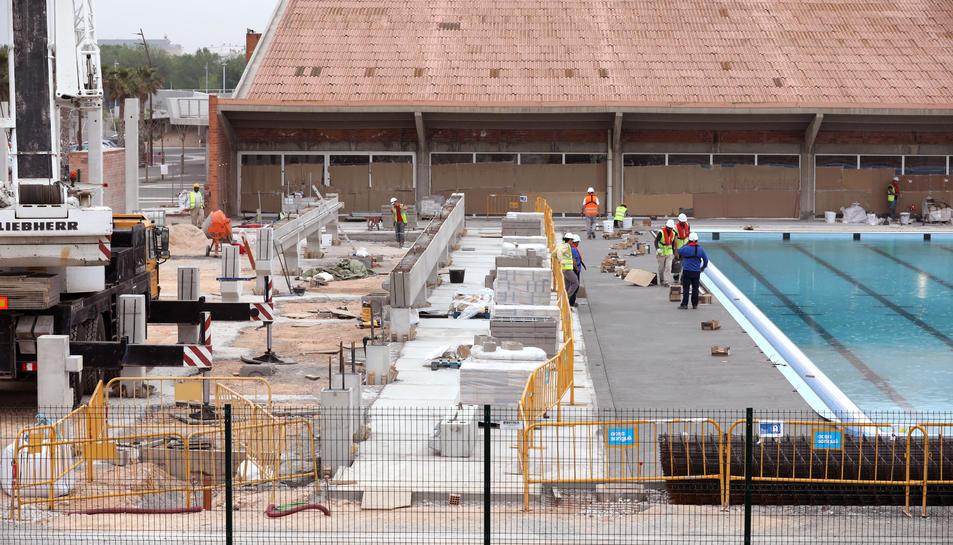 En aquest punt es trobava ahir la construcció de les graderies de la piscina olímpica.
