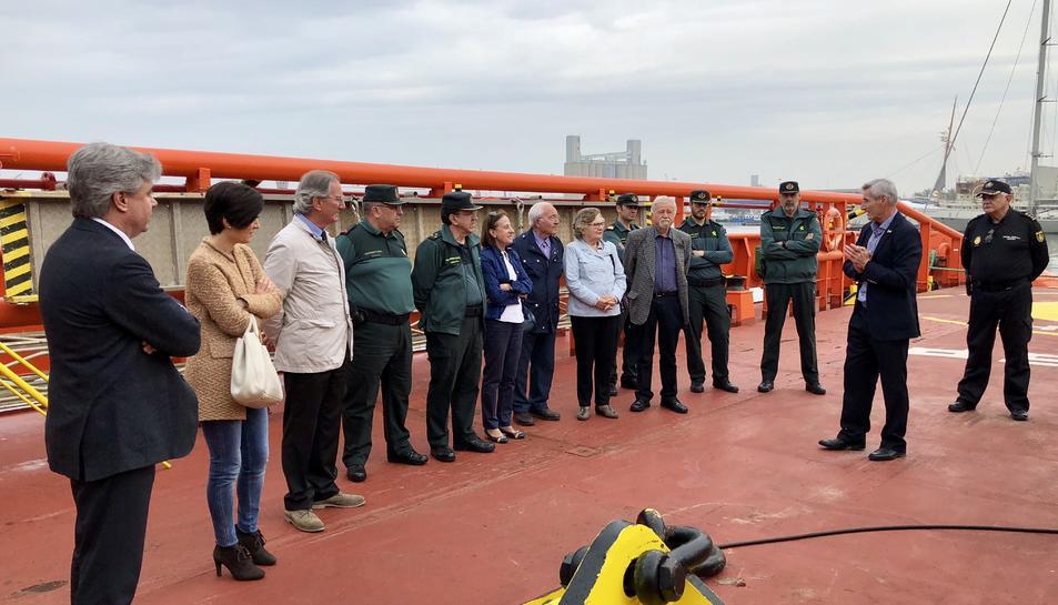 Els assistents han visitat el remolcador Punta Mayor al Port de Tarragona.