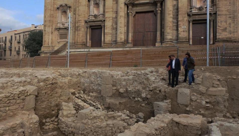 Imatge d'arxiu de les excavacions que es van fer davant de la catedral.