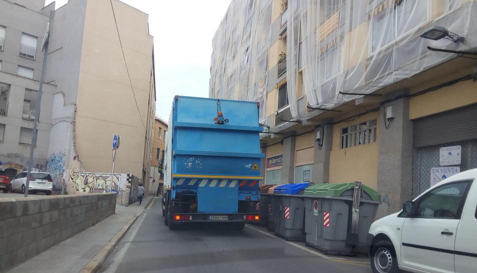 Un dels camions que FCC ha traslladat al servei de Reus.