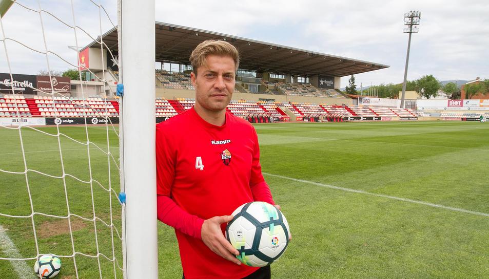 Jesús Olmo, a l'Estadi Municipal. El capità del CF Reus considera que en aquesta segona temporada al futbol professional s'ha sentit molt millor.