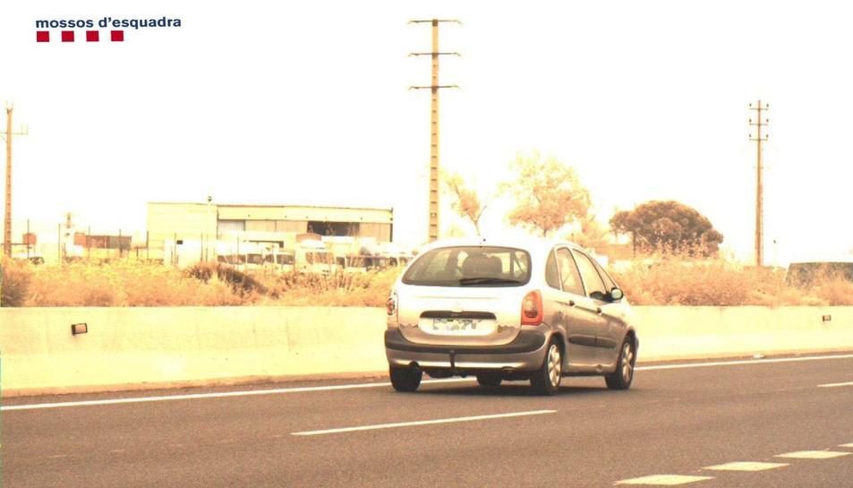 Els agents van detectar un vehicle circulant a 130 km/h en un tram limitat a 100.